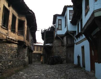 Cumalıkızık Köyü ve Kanlıgölet Şelalesi