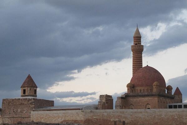 İshak Paşa Sarayı Nerede, Giriş Ücreti ve Ziyaret Saatleri
