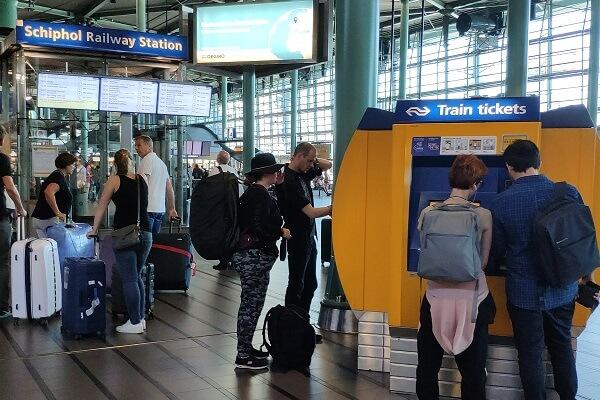 Amsterdam Schiphol Havalimanı'ndan Şehir Merkezine Nasıl Gidilir?